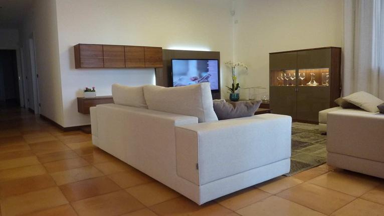 Confort e palette neutre per un Living elegante e moderno