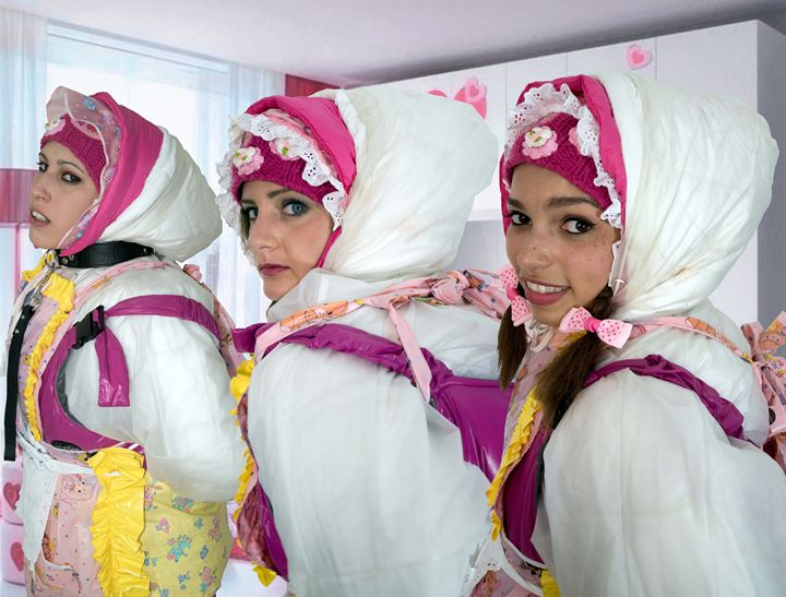 Donna, maschera viso, mercato, hijab. Three Barbie Maids Maids In Plastic Clothes Photography People Figures Female Form Clothed Artpal