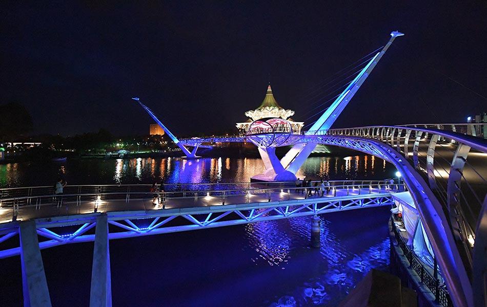 Jambatan Darul Hana tarikan pelancong yang baru
