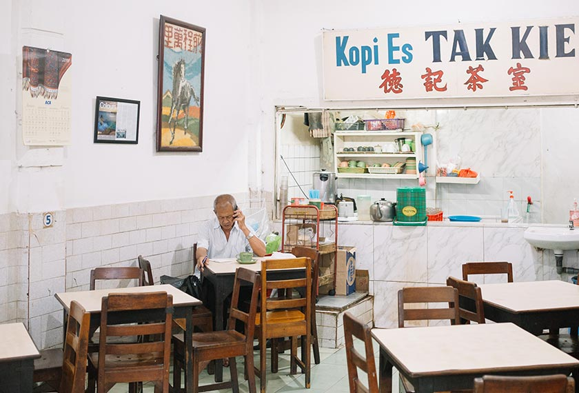 Founded in 1927, Tak Kie is one of the oldest Chinese-run coffee-shops in Indonesia. - Photo Ceritalah/ Muhammad Fadli