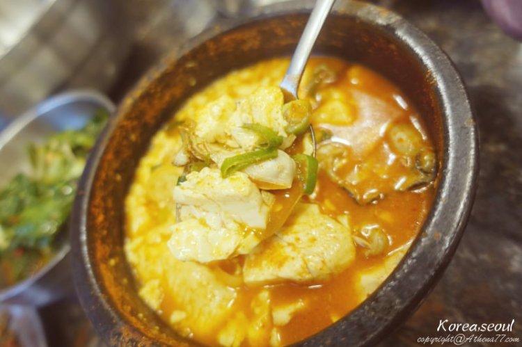 韓國 ▌首爾美食 : 市廳站 (132) 美味的蚵仔豆腐鍋 정원순두부 50年老店!庭院嫩豆腐