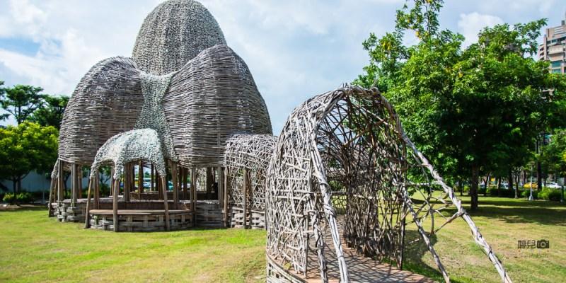 |高雄景點|期間限定,用25萬蚵殼和5千支竹子打造的『聚』竹蚵地景藝術