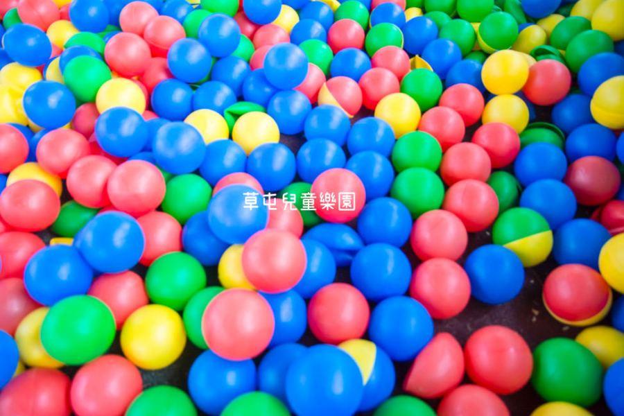 |特色公園|草屯兒童樂園,繽紛大球池、塗鴉牆、沙坑等,十幾項好玩遊樂設施讓你免費玩