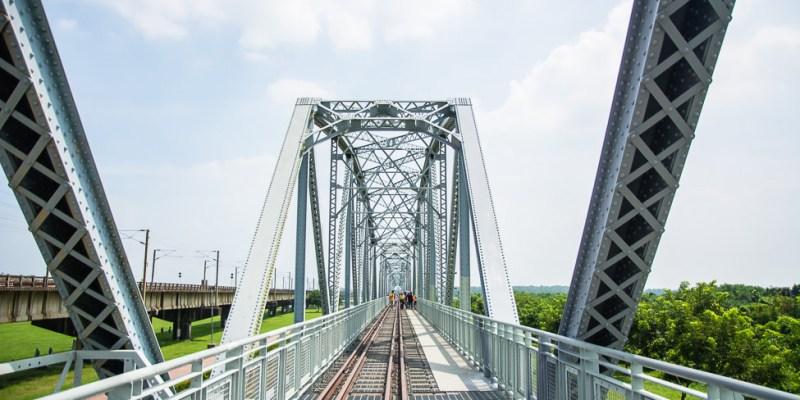 |高雄景點|大樹舊鐵橋天空步道,在濕地公園野餐、奔跑,還能漫步鋼架鐵橋步道看火車
