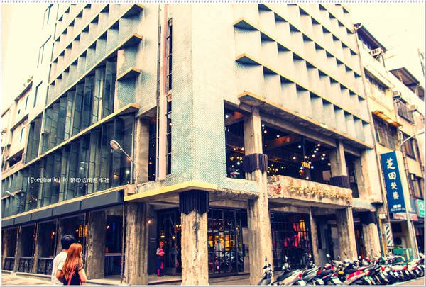 Taichung 台中‧中區 宮原眼科二店之我在第四信用合作社裡吃冰
