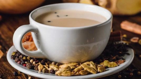 طريقة عمل شاي الكرك الإماراتي