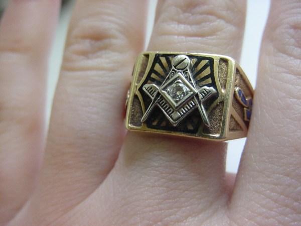 Vintage Mens Solid 10k Gold Masonic Diamond Ring Enamel