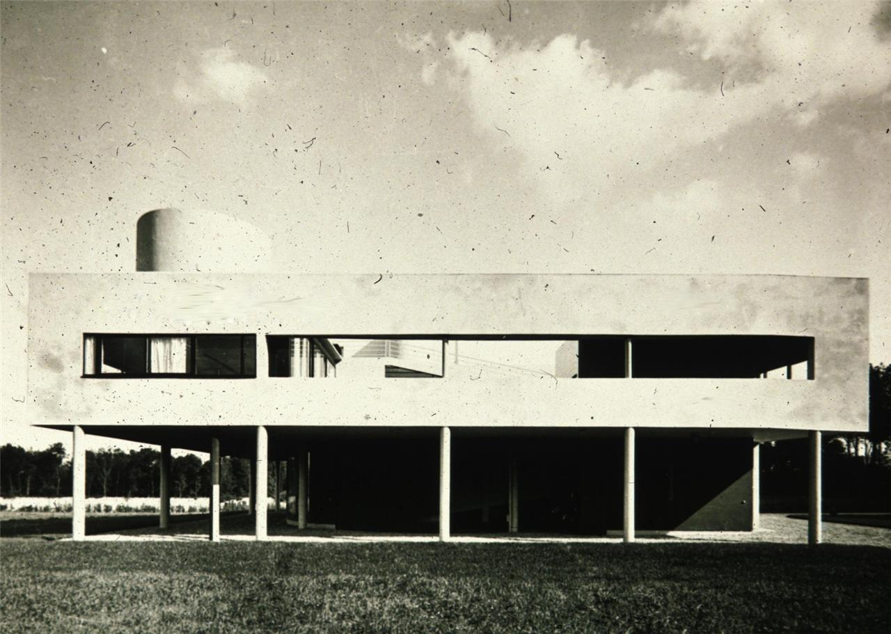 ... A House They Could Show Off Before Their Firends. Ozenfant Atelier In  1922, Villa La Roche Jeanneret In 1923, Villa Le Lac In 1924 Were All  Experiments ...