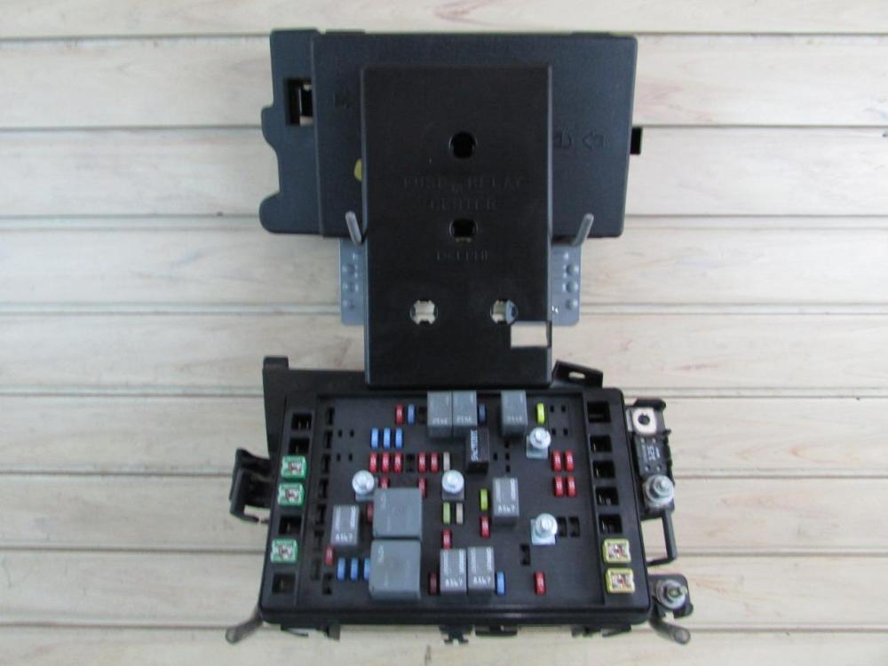 medium resolution of 03 04 chevrolet ssr engine fuse block relay box 5 3l p n 15106508
