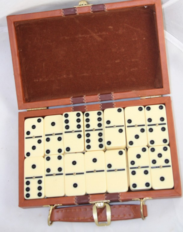 game,family,domino,dominoes,travel set