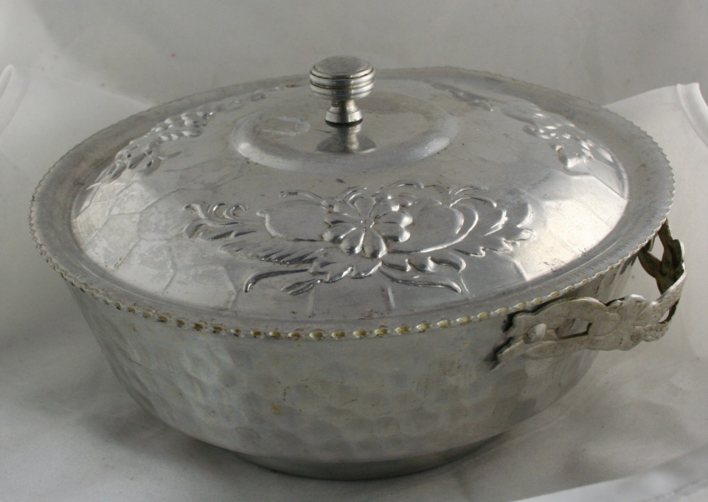 vintage metalware,aluminum,hammered,Nasco,Italy,bowl,covered