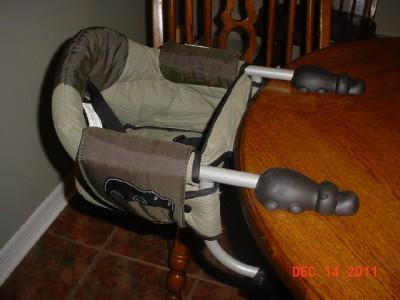 portable high chair chicco kid camping clamp hook on highchair infant exc cond