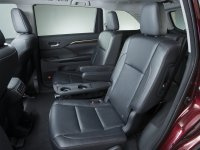 Are The Second Row Captains Chairs In 2015 Highlander Xle