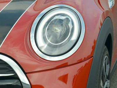 10 cars with adaptive headlights