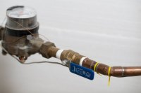 How to Stop Water Pipes from Making Noise (with Pictures ...