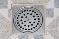 How to Kill Shower Drain Flies and Worms (6 Steps) | eHow