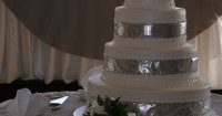 How to stack a wedding cake with seperator plates and ...