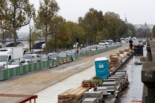 Embouteillage de véhicules le 16 octobre 2016 sur rive droite à Paris / AFP