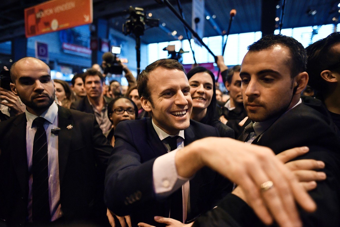 Emmanuel Macron Salon