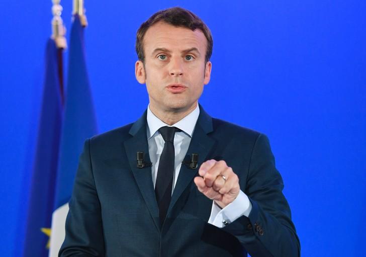 Emmanuel Macron lors d'une conrférence de presse le 28 mars 2017 à Paris / AFP