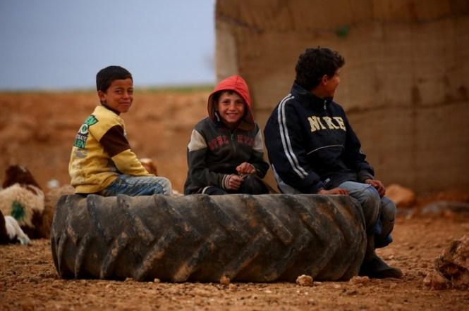 Des enfants syriens déplacés, le 4 mars 2017 à Kharufiyah, au sud de Manbij / AFP/Archives