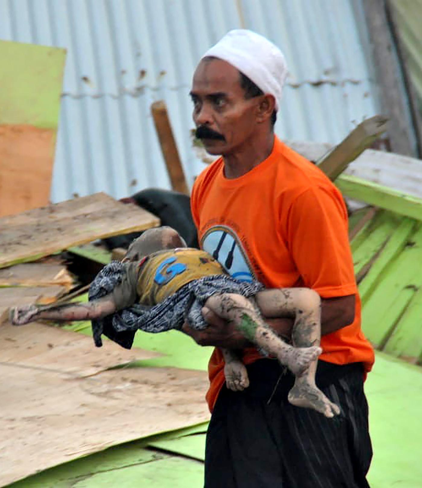 Des Centaines De Morts Aprs Un Sisme Et Un Tsunami En