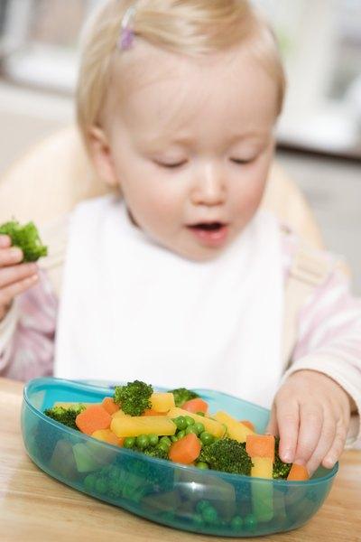 Finger Foods for 12-Month-Olds   LIVESTRONG.COM