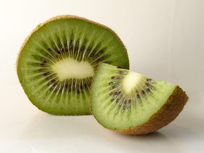 People with a kiwi allergy often have other food allergies. Photo ...