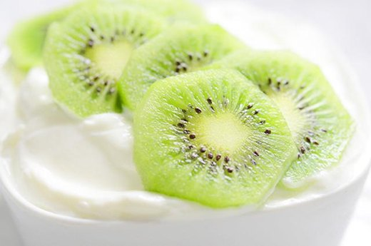 14. Kiwi and Yogurt Breakfast Bowl