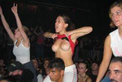 【エロ・ロックフェス】野外フェスで興奮して露出したがるエロい女たち