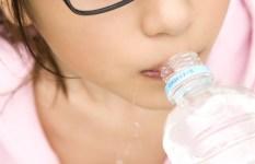 メガネをかけたカワイイ女の子のエロ画像