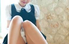 ロリ顔な黒髪美少女のエロ画像