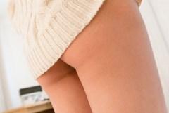 チラリズムを堪能できるミニスカートの美脚画像
