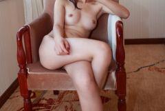 色んなポーズでピースしている女の子のエロ画像