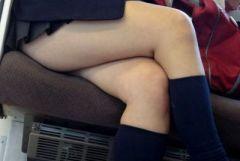 電車内で制服JKの太ももばかりを隠し撮りしていたマニアの画像が流出