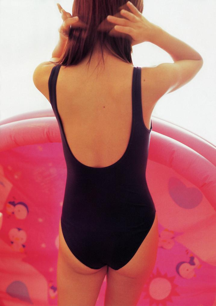 スク水を着た女の子たちの魅力的なお尻のエロ画像5