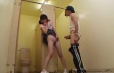 合意の上かレイプされているか判断つかない公衆トイレでのエロ画像 / Page 2 / Page 2 / Page 2