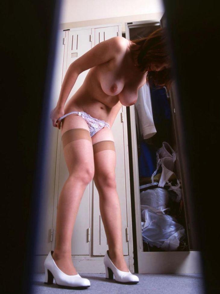 ガチも混じっていそうで危ない着替え盗撮のエロ画像Vol.21