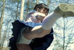 【マニア画像】制服女子たちのパンツ丸見えハイキック開脚で具がハミ出そうw