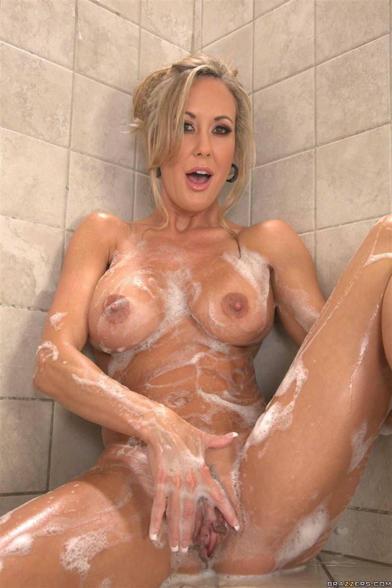 Brandi Love takes a hot shower and gets fucked Brazzers