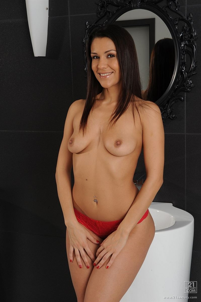 Samia Duarte gets fucked by her man in the bathroom
