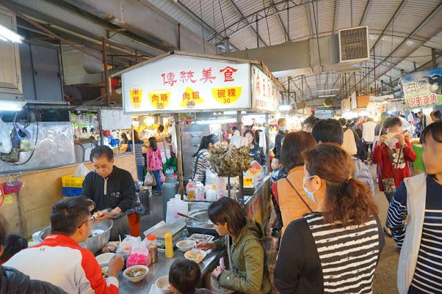 十甲黃昏市場│網友與食尚玩家推薦的麻豆李助碗粿就在新光市場美食中,油飯必點