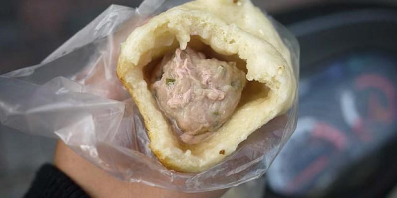 清水生煎包│板凳肉圓附近的揚記生煎包,建議一定要加辣醬更對味