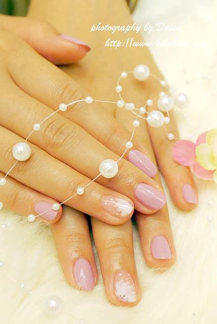 【黛西專欄】台南・彩繪指甲 氣質紫裸色・日光美妍