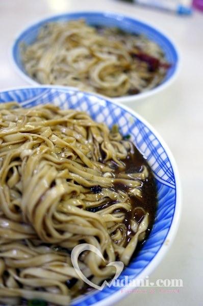 【吳大妮-宜蘭小吃】在地人早餐這樣吃~~文昌路古早味炸醬麵