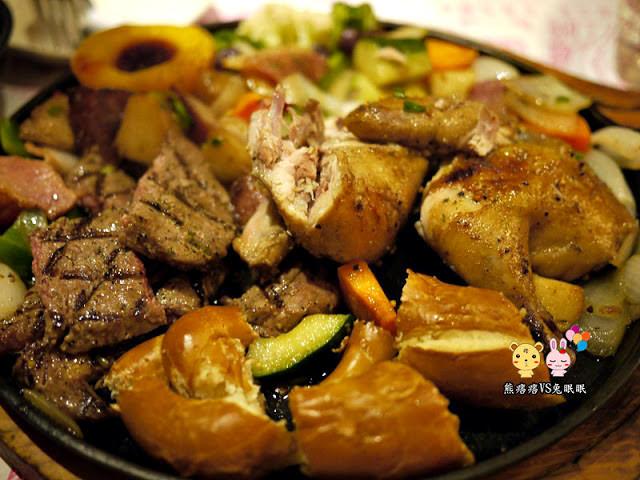 德國秘密旅行。中古世紀炭烤騎士餐