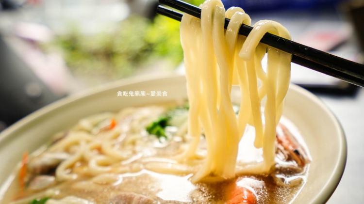 高雄美食 日式烏龍麵-柴魚昆布與蔬菜熬煮鍋燒湯,清爽順口,半肥半瘦肉燥飯值得一吃再吃