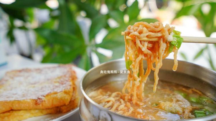 高雄鳳山早午餐 唯尼好早餐店-大片麵漿蛋餅配上55元鍋燒麵,早餐這樣吃!最爽快的那種享受