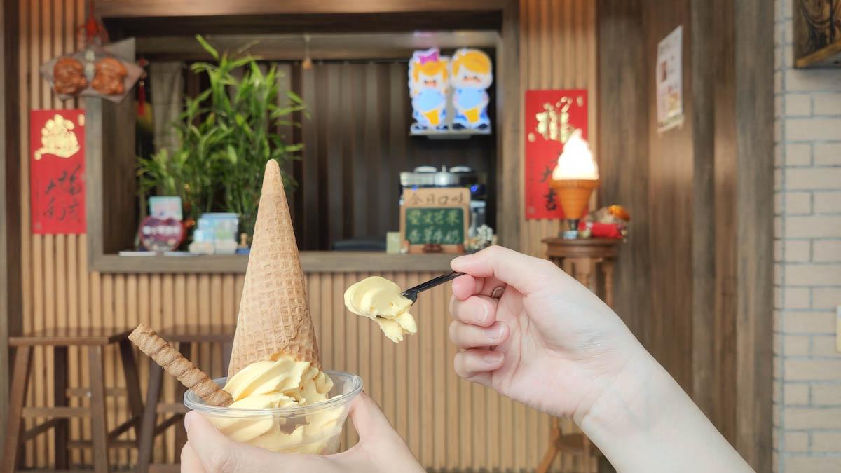 高雄鼓山區冰品 丸浜霜淇淋-西子灣美食散步吃冰 - 貪吃鬼熊熊-美食/攝影/旅遊