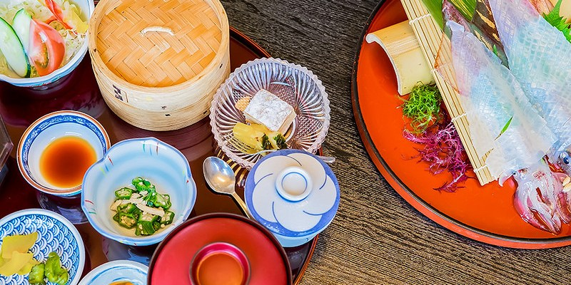 【九州】。佐賀旅行~唐津站吃烏賊日本料理、逛唐津市名產店!